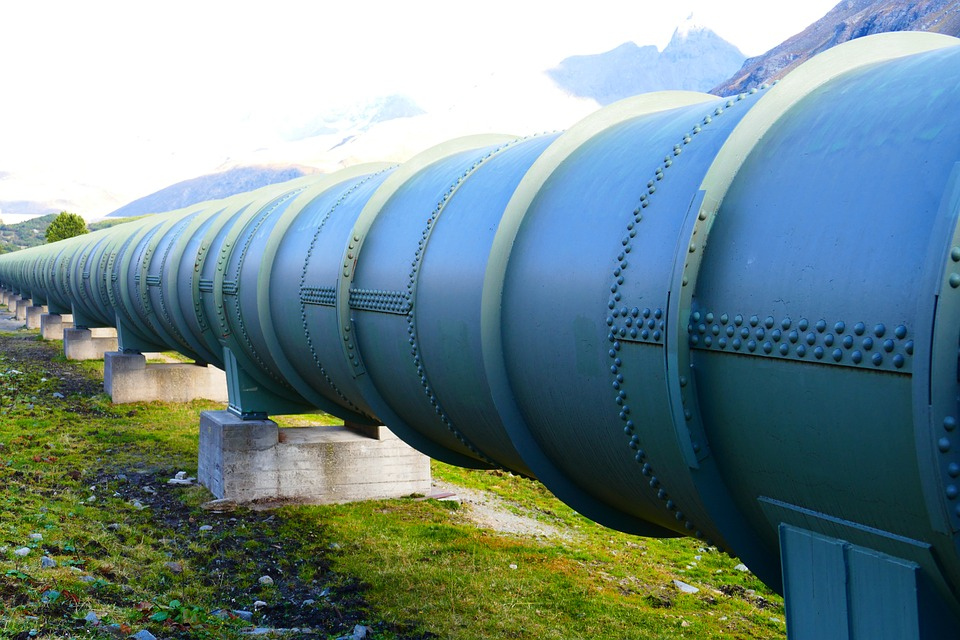 THE APPLICATION OF CORROSION PREDICTION MODELS TO THE DESIGN AND OPERATION OF PIPELINES